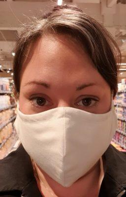 Marion mit Mundschutz